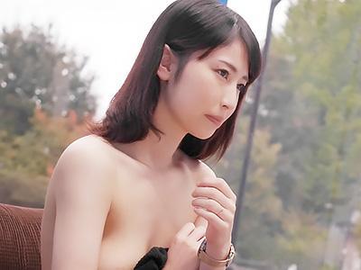 『ああん♥感じちゃう♥♥』セレブな奥様が乳首をこねくり回されて、簡単にチンポの挿入を許して不倫セックスww