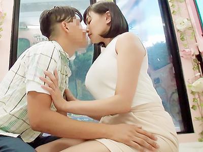 『先生が好きなんです♥♥』憧れの先生が父親と再婚して母親になり、筆おろしを必死にお願いで夢を叶える!!