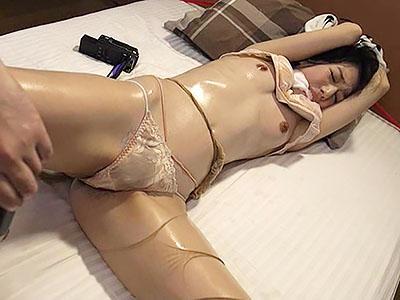 『ああん♥やめてえぇぇぇ!!』恨みを買ったスレンダーセレブ妻が、男に拘束されて屈辱的な調教に堕ちる!!
