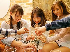 【飲み会】激カワなのにヤリマンな女子大生と飲み直しで、早くもエッチしがる女の子達!!