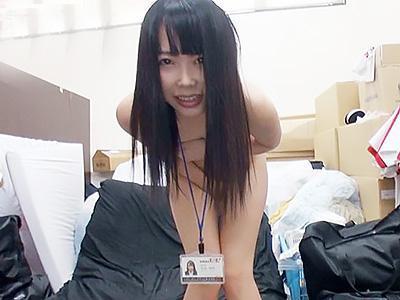 『ああん♥恥ずかしいよ...♥♥』突然の野球拳の業務命令に驚愕するも、結局全裸にされちゃう女子社員!!