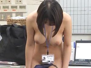『ここで脱ぐんですか?』オフィスで全裸命令で、羞恥の中の健康診断がスタート!!