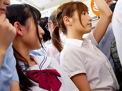 『お姉さんの肌がキレイww』いじめっ子JKグループが満員電車で、OLに対してボデイタッチがエスカレートで痴漢に変わる!!