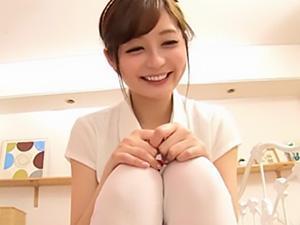 『緊張してるの?♥♥』美女石原莉奈が制服コスプレに着替えて、童貞君を優しく筆おろし!!
