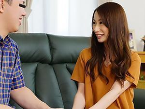 『緊張してる?♥♥』スレンダー人妻が童貞君を大人のキスでリードする!!