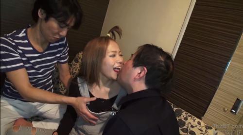 桜井叶乃 汚いおじさん達と幼い顔つきのギャルが複数プレイ!バイブで逝かせまくる!