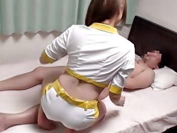 RQのコスデリ頼んだらお尻のプリッとした美乳デリ嬢登場!素股じゃ物足りず事故を装って生挿入!成り行きで中出し!