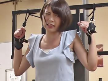 【ナンパ】街頭ナンパで捕まえた人妻さんを拘束して超高速電マを当て放置プレイ!!硬いのが欲しそうなので生でハメ中出し!!