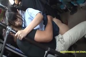 『本澤朋美』ツインテールが最高に似合う女の子が満員バスで痴漢に犯される