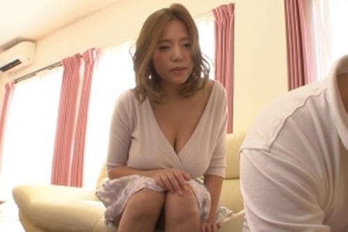 えっ~乳首みえちゃってましたか~?♡欲求不満な爆乳妻はいつもノーブラ!若い男を無意識に誘惑するなんて~!