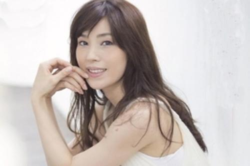 <嘉門洋子>有名女優が遂にAVデビュー!巨乳を見せつけ男を誘惑しちゃってる~!