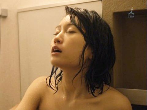 <前田敦子>敏感な乳首を吸われて喘ぐエチエチあっちゃん!浴室全裸セックスがかなり抜けると評判w 中村静香<元AKB48>