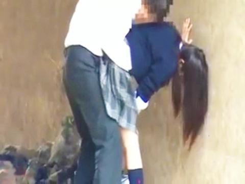 <個人流出>※早期削除※クッソ可愛い超SSS級な素人の女子校生が野外で青姦しているのを盗撮されて拡散w<美少女ロリJK>