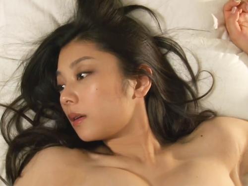 <小池栄子>「弾ける美爆乳♥マジでっけぇーーーーッ」ぷるんぷるん揺れる超乳がシコリティ高いドラマの濡れ場<ナイスバディ>
