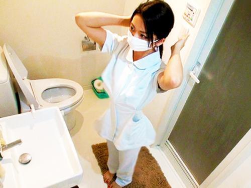 <個人流出>「超絶かわええ~♥♥」マスクを取ると超SSSクラスの美少女だった看護師にフェラ奉仕させて挿入w<素人ナンパ>