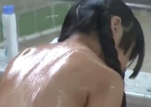 風呂屋で男湯に入って来た幼い黒髪少女を風呂上がりに襲って激しく犯す!
