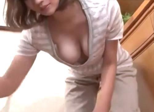 ゴミ捨て場で遭遇した近所の若妻のノーブラ胸チラにガマンできず痴漢してNTRセックス!