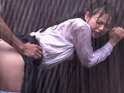 【ヤバイやつ】レイプ強姦動画!ゲリラ豪雨の直後にまさかのレイプ!もしも現実でこんなことが起こったらを叶えるシリーズ!